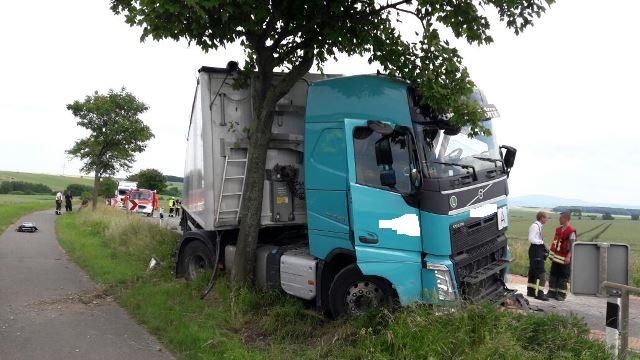 Schwerer Verkehrsunfall – PKW gegen LKW
