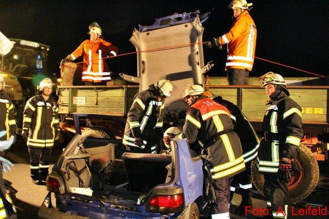 Verkehrsunfall mit eingeklemmten Personen auf L 500