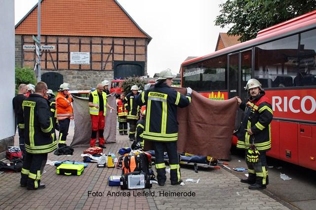 Schwerer Verkehrsunfall mit Schulbus in Liebenburg